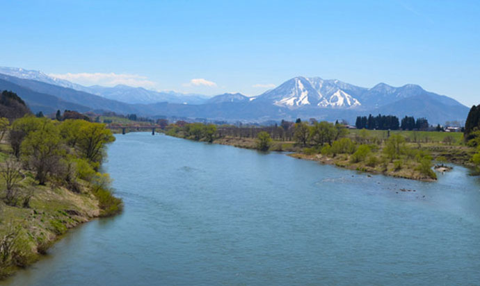 ≪千曲川と高社山≫ ≪Chikuma River and Mt.Kosha≫