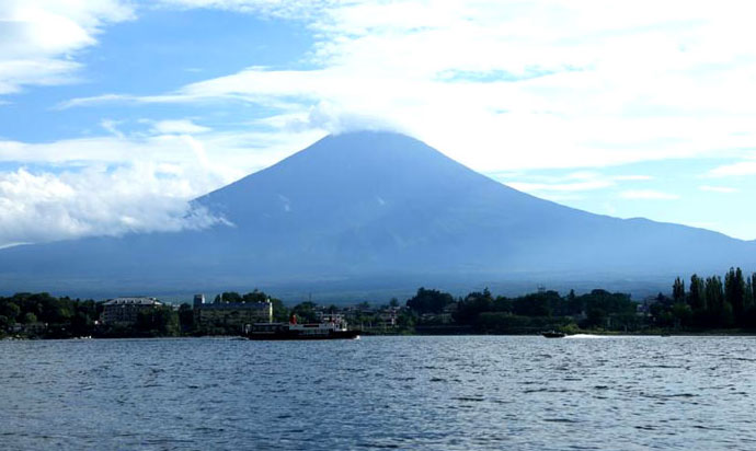 You can enjoy the beautiful scenery of Mt. Fuji in the surroundings of Yamanashi's Fuji Five Lakes (Fujigoko).