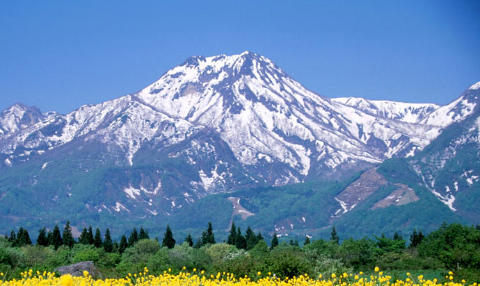 【Mount Myoko (妙高山) is situated at the southwest of Myoko city, and a part of Joshin etsu-kogen National Park.】