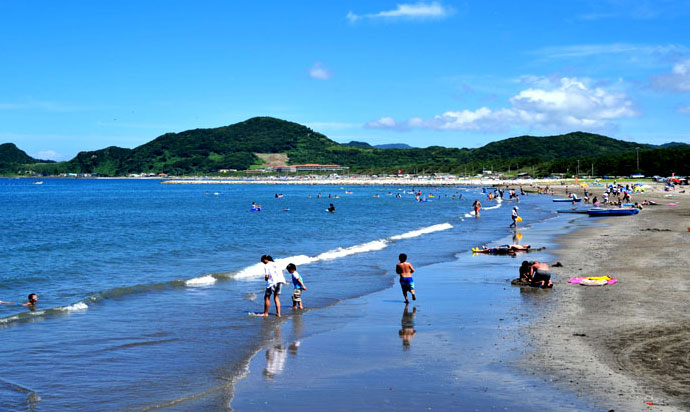 The white sand of the beach on the Iwai coast stretches out for 2km.(Minami-Boso Chiba)
