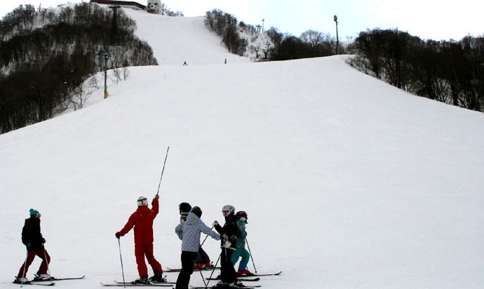 It has a long course at Otaru Tenguyama Ski Resort where couples and families can enjoy the scenery and skiing.