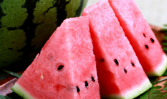 Tottori is famous for producing watermelons and is characterized by its large size, sweetness.